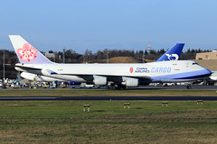 China Airlines Cargo  Boeing 747-409(F/SCD) B-18722 (widebodies) Tags: luxemburg luxembourg lux ellx widebody widebodies plane aircraft flughafen airport flugzeug china airlines cargo boeing 747409fscd b18722