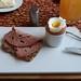 Fleischkäse auf aufgetoastetem Brot zum Frühstücksei