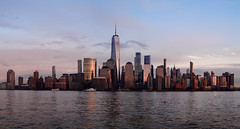 NY holiday glow 2019 (m_laRs_k) Tags: z6 nikon nyc usa newyork newyorkcity newjersey paulushook pano panorama stiched lightroomed 纽约 ньюйо́рк ニューヨーク travel reise amerika america 50mm f18 56mp skyline skyscrapers wtc brookfield sunset sonnenuntergang abendstimmung nikkor s hudson river ships landings reflection glow christmas holiday symmetry z50mmf18s nyc50mm