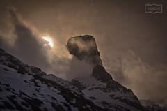 Urriellu (Jose Antonio. 62) Tags: spain españa asturias picosdeeuropa urriellu naranjodebulnes mountains montañas naturaleza clouds nubes backlight contraluz snow nieve
