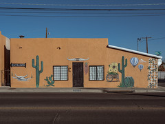 (el zopilote) Tags: albuquerque newmexico street architecture cityscape us66 signs murals art powerlines lumix g9 leicadgsummilux25mmf14 m43 elcaminoreal