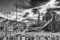 Street Art in Rome, 2018 (Claudio_R_1973) Tags: art street bubbles soap rome abstract surrealistic blackandwhite monochrome filmsimulation streetart piazzadelpopolo