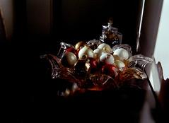 Christmas Ornaments in a Bowl (Helios 1984) Tags: olympustrip35 zuiko40mm konicaminoltadimageiv dimageivscanner minoltascanner dimageiv unicolorpresskit c41processing yankeefilmtank filmdevelopingtank fujicolor 35mmfilm c41process fujifilmsuperia xtra400 colorfilm colourfilm