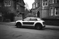 Citroën C4 Cactus (Jim Davies) Tags: england britain canon fuji neopan 400 400asa blackandwhite 35mm film filmfilmforever analogue veebotique compactcamera believeinfilm winter filmisnotdead filmisalive uk 35mmfilm konica bigmini chromogenic analog expired blackandwhitefilm monochrome c41 bw photography 2019 oxon oxfordshire oxford citroën c4 cactus street