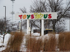 Toys Я Us Sign (TheTransitCamera) Tags: toysrus closed abandoned vacant chain bigbox toys toysяus toystore maplewood retail retailer store shopping shop consumer mn minnesota twincities