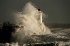 Tempête Fabien sur Les Sables d'Olonne, Vendée F (2) (michellouvel85) Tags: tempête tempêtefabien storm waves lessablesdolonne vendée vague phare pharesaintnicolas sonyphotographing