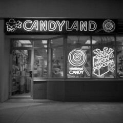 hard-candy-christmas (kaumpphoto) Tags: rolleiflex 120 tlr ilford hp5 bw black white neon street urban city sign minneapolis candy store retail shop christmas