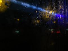 (Alba García Romero) Tags: luz lluvia gotas cristal humedad lucesdetrafico trafficlights glass drops desenfoque iphone