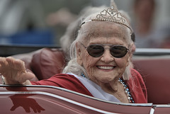 Parade Queen (Scott 97006) Tags: woman female lady convertible shades smile parade crown