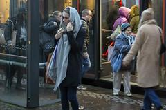 Donkere dagen in december (Tim Boric) Tags: haarlem bus halte stop reizigers passengers december regen rain candid