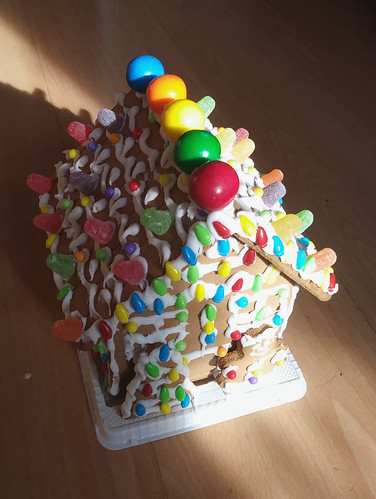 Grocery store gingerbread house (from kit) ©  Michael Neubert