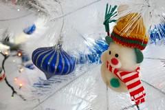 Ancora BUON NATALE ! (fotomie2009) Tags: christmas natale decoration decorazioni pupazzo neve snowman sciarpa cappellino albero tree white bianco rosso verde blu