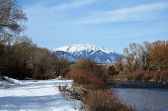 Winter Scene (Patricia Henschen) Tags: pathscaminhos arkansasriver river path riverside mountain mountains sawatchrange winter snow salida colorado christmas trail