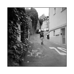 trendsetter :-) (Armin Fuchs) Tags: arminfuchs thomaslistl jazzinbaggies holga analog film kodaktmax400 kodak 6x6 mediumformat mittelformat square 120mm würzburg lavillelaplusdangereuse mainviertel modaperfetta street