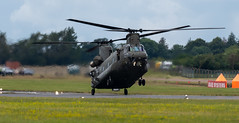 Chinook Landing (Falcon_33) Tags: no18sqnraf withcourageandfaith riat2019 theroyalairforcecharitabletrust theroyalinternationalairtattoo sony a7mkiii sonyalpha7mkiii sonygmasterfe100400mmf4556oss raw spotter plane aircraft airshow military jet jetfighter landing fling raffairford meetingaérien chinookdisplayteam gloucestershire fairford cotswold england avions french français motion mouvement speed birds uk great britain