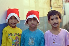 boys in the street (the foreign photographer - ฝรั่งถ่) Tags: three boy children khlong lard phrao portraits bangkhen bangkok nikon d3200