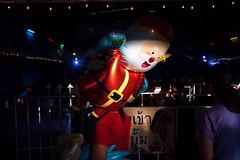 *MERRY CHRISTMAS. (Sakulchai Sikitikul) Tags: street snap streetphotography summicron songkhla sony a7s 35mm leica thailand hatyai santa balloon santaclaus