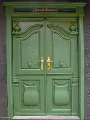 Door - Aeroeskoebing, Denmark (peterkaroblis) Tags: tür door dor aero aeroeskoebing danmark denmark dänemark green grün gron