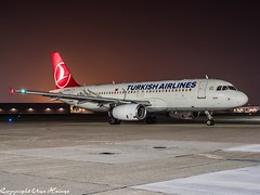 Turkish Airlines TC-JPH HAJ at Night (U. Heinze) Tags: aircraft airlines airways airplane planespotting plane flugzeug haj hannoverlangenhagenairporthaj eddv olympus omd em1markii 12100mm