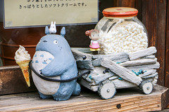 Totoro Planter @ Shirakawa-go (Rick & Bart) Tags: 白川郷 shirakawago worldculturalheritagesite unesco japan nippon 日本 rickbart city landoftherisingsun rickvink canon eos70d gifu museum openairmuseum studioghibli吉卜力工作室my neighbor totoro