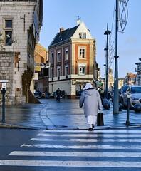 Cambrai, Avenue de la Victoire (PATRICK skorzec) Tags: cambrai couleur personne hautsdefrance fujixt3 maison lignes