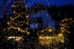 Sparks (CoolMcFlash) Tags: evening lights christmas tree market focus dof depthoffield fujifilm xt2 strobl salzburg abend lichter weihnachten xmas baum weihnachtsbaum markt tie tiefenschärfe fokus fotografie photography funken sparks xf35mmf14 r bokeh night nacht