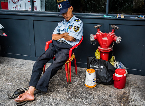 2019 - Vietnam - Ho Chi Minh City - 16 - On Guard