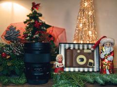 Geschenke (ingrid eulenfan) Tags: weihnachten christmas sigma50mm14 geschenk schokolade chocolate schokoladenweihnachtsmann chocolatesantaclaus tamron1750mmf28 camera