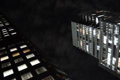 Dark skies (DameBoudicca) Tags: tokyo tokio 東京 japan nippon nihon 日本 japón japon giappone natt night nacht nuit notte noche 夜 hamamatsuchō hamamatsucho 浜松町 shiba 芝 shibadaimon 芝大門 worldtradecenter 世界貿易センタービル