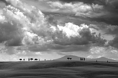 Tuscany 14 (EOS1DsIII) Tags: eos1dsiii italia italy italien tuscany toscana landschaft sw bw wolken wetter cloud elitegalleryaoi bestcapturesaoi aoi