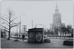your face looks familiar (margycrane) Tags: graffiti warsaw warszawa marszałkowskastreet thepalaceofcultureandscience blackwhite city citylandscape street streetart sonyilce7m3 fe24105mmf4goss