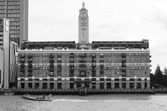 Oxo Tower Wharf (just.Luc) Tags: building gebouw gebäude bâtiment architectuur architecture architektur arquitectura bn nb zw monochroom monotone monochrome bw thames tamise theems boat bateau boot royaumeuni verenigdkoninkrijk unitedkingdom grootbrittanië grandebretagne greatbritain england angleterre engeland londen london londres water eau wasser river rivier rivière europa europe
