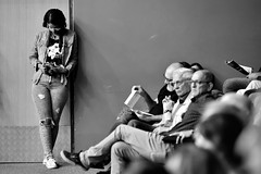 Photographer (Helvio Silva) Tags: night work concert concerto job trabalho fotografa camera people blackandwhite bw brasil pessoas joãopessoa telephoto checking helviosilva monochromme