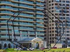 Urban art (carlos_ar2000) Tags: escultura sculpture arte art metal paisaje landscape edificio building arquitectura architecture calle street puntadeleste maldonado uruguay