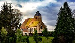 une église dans la campagne (angelobrathot) Tags: couleurs ciel église nuages