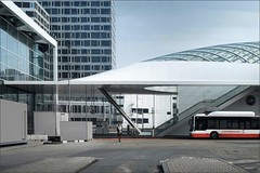 No service today (herman van hulzen) Tags: hermanvanhulzen nederland netherlands denhaag thehague lightrailstation architecture zwartsjansmaarchitects people woman bus noservice 20180325h034 connexxion