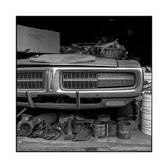 waiting • los angeles, california • 2018 (lem's) Tags: vintage car automobile charger dodge garage wreck epave los angeles california californie rolleiflex t