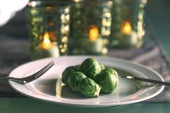 Brussels sprout (michael_hamburg69) Tags: hamburg germany deutschland rosenkohl besteck teller plate fork knife