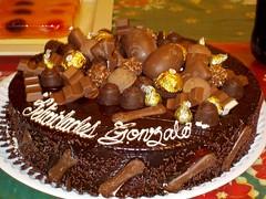 Pastel de chocolates (Juan Xic Eseyosoyese) Tags: pastel de chocolates para mi hermano gonzalo en su cumpleaños del 29 noviembre chocolate méxico super sabroso foodporn tarta nikon coolpix aniversario fiesta felicidad festejo vida cotidiana 1 diciembre torta felicidades