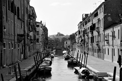 vista (view) (pjarc) Tags: europe europa italy italia veneto venice venezia venetian venedig vista view rio city città cityscape acqua water barche boats foto photo digital bw black white bianconero nikon d3s tour 2019