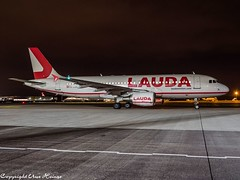 Laudamotion OE-LOA HAJ at Night (U. Heinze) Tags: aircraft airlines airways airplane planespotting plane flugzeug olympus omd em1markii 12100mm eddv haj hannoverlangenhagenairporthaj