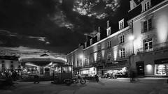 les lumières de Noël (Patrick Doreau) Tags: noir blanc black white wb nb place town city funfair carousel manège dinan ville old bâtiment architecture bretagne brittany christmas noël