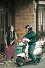 Japan - Amanohashidate (SergioQ79 - Osanpo Photographer -) Tags: japan people amanohashidate scooter street chat nikon d7200 2019 april