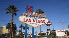 """Nevada - Las Vegas: The iconic """"Welcome to Fabulous Las Vegas"""" sign (Traveller-Reini) Tags: sign welcome welcometolasvegas worldshowcase worldfamous weltstadt weltberühmt stadt city statue strasse road thestrip strip entertainment entertainmentcapitaloftheworld nevada lasvegas vegas glückspiel spielerstadt gambling casino spielkasino wüste wüstenstadt desertcountry desert deserttown usa southwestusa southernnevada usasouthwest bluesky urlaub urlaubsreise vacation travel dreamtravel las northamerica nordamerika america amerika americancity outdoor architektur architecture building gebäude himmel innenstadt journey landmark reise turm unitedstatesofamerica entertinment unterhaltung show"""