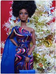 Home For The Holidays (FashionDragon) Tags: africanamerican poppyparker rendezvousinrio blackbarbie fashionroyalty nufacefashion dolldesigner dolljessy ayaladavid butterybyron larsjason wustephen burrowsbob mackieintegrity toysblack doll