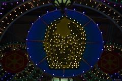 IMGP4636 C3PO, Christmas Decorations inspired at Star Wars (Claudio e Lucia Images around the world) Tags: viasantaredegonda odeoncinema milano christmas decorations inspired star wars via santa redegonda odeon cinema la rinascente piazza del duomo piazzaduomo christmastree lights pentax pentaxk3ii evening night duomomilano edificio albero persone notte cielo strada città pentaxart tree petra loreggian red pentax18135 pentaxlens pentaxcamera joda c3po droide