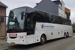 Van Hool EX 17 HIGH Kupers Reizen 362 / De Jong Intra Vakanties met kenteken 24-BND-6 voor het ZLSM station in Simpelveld 26-12-2019 (marcelwijers) Tags: van hool ex 17 high kupers reizen 362 de jong intra vakanties met kenteken 24bnd6 voor het zlsm station simpelveld 26122019 bus busse buses autobus auocar autocars 3 essieux touringcar reisebus coach dutch tourist nederland niederlande netherlands pays bas zuid limburg ex17h