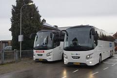 VDL Futura FHD2 139/460 Snelle Vliet 358 / Bolderman met kenteken 82-BJK-4 en Kupers Reizen 304 met kenteken 01-BDV-7 voor het ZLSM station in Simpelveld 26-12-2019 (marcelwijers) Tags: vdl futura fhd2 139460 snelle vliet 358 bolderman met kenteken 82bjk4 en kupers reizen 304 01bdv7 voor het zlsm station simpelveld 26122019 bus bussen buses busse reisebus touringcar autbus autocar autocars 3 essieux dutch tourist nederland niederlande netherlands pays bas