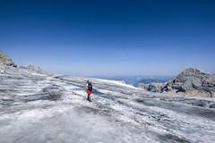 Ice Desert (CoolMcFlash) Tags: snow glacier hiking fujifilm xt2 dachstein austria styria mountain person sky cold adventure landscape nature schnee ice berg gebirge gletscher wandern österreich steiermark himmel kalt abenteuer landschaft natur fotografie photography xf1024mmf4 r ois