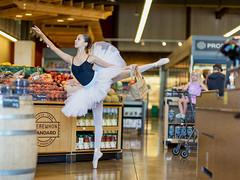 Emma and an admirer (Eric Zumstein) Tags: erewhon emma ballerina shopping